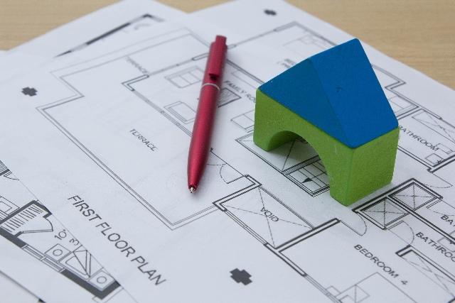 アプリ開発を住居建築の設計に例え、要件定義はいかに重要なのかを説明する。